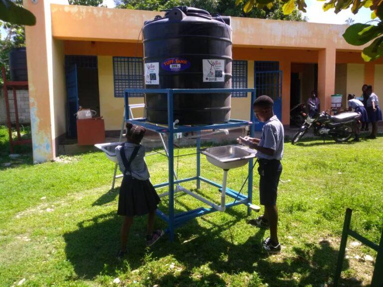 distribuzione igienizzante ad Haiti